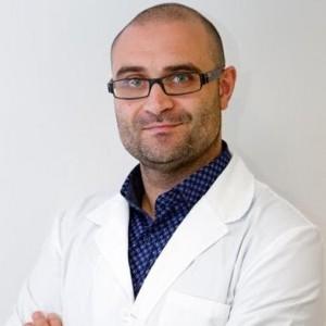 Dr, Carles Pedret Doctor en Medicina. Especialista en medicina y traumatología deportiva. Especializado en diagnóstico, tratamiento y pronóstico de lesiones musculares y tendinosas.