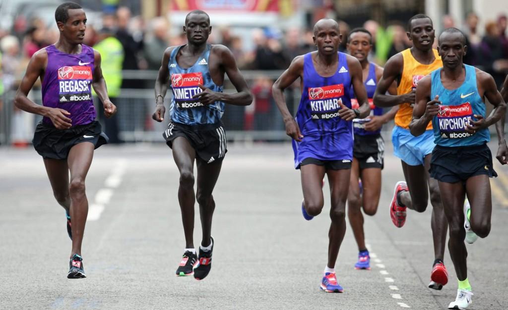 Dennis Kipruto Kimetto, durante la maratón de Londres 2016 (Foto: Paul Childs / Cordon).